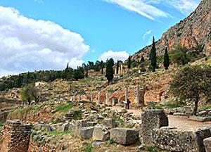 Die antike Ausgrabungsstätte Delphi ist ein beliebtes Ausflugsziel.
