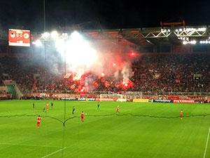 Emotionale Stimmung beim Derby zwischen Olympiakos Piräus und Panathinaikos Athen.