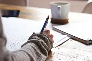 """Notizen sind zu jedem Zeitpunkt einer Doktorarbeit sinnvoll. Durch spart man sich später Zeit und muss im besten Fall """"nur noch"""" die Daten zusammenkürzen."""