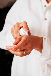Ausreichende Feuchtigkeit ist wichtig für ein straffes und gesundes Hautbild.